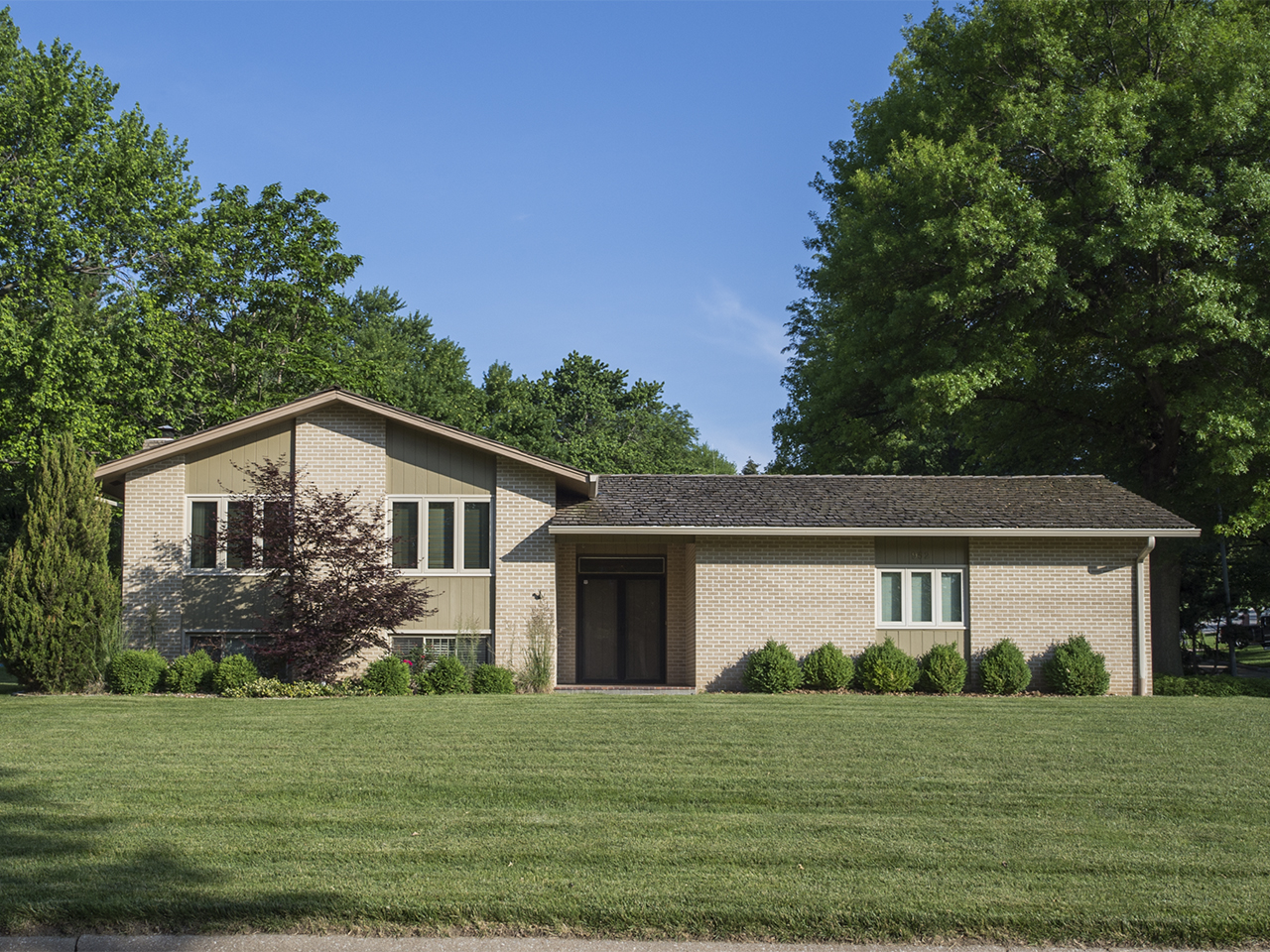 952 Fawn Parkway